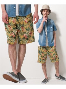 花柄パンツ×デニムシャツ