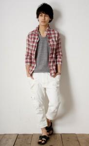 ホワイトクロップドパンツ×チェックシャツ
