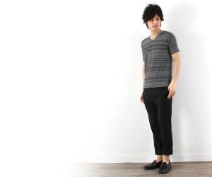 サマーニット×黒パンツ