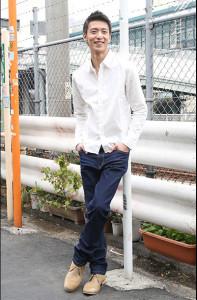 デニム×白シャツ