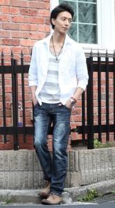 白シャツ×ボーダーTシャツ×デニム