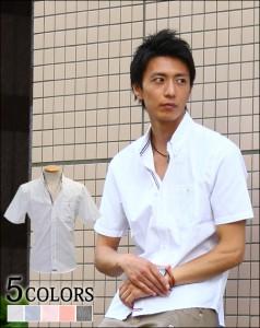 白パンツ×青のシャツ