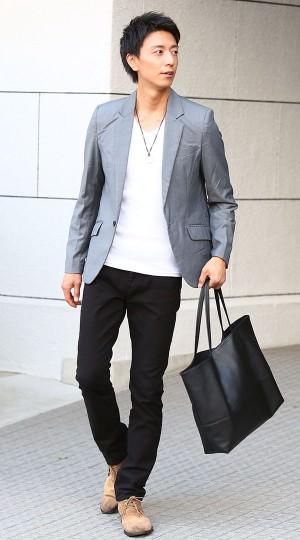 白Tシャツ×黒パンツ. メンズスタイル