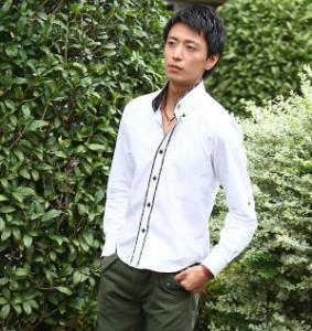 白シャツ×カーゴパンツ