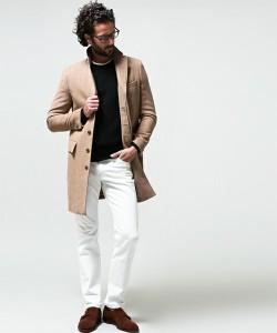 白パンツ ブラウンの革靴