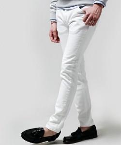 白パンツ スキニー