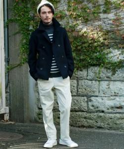 黒のPコート×白パンツ