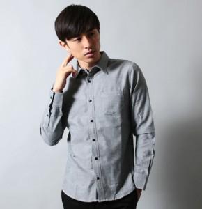 グレーのボタンダウンシャツ×カフスボタン