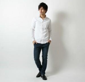 白シャツ×スキニーデニム