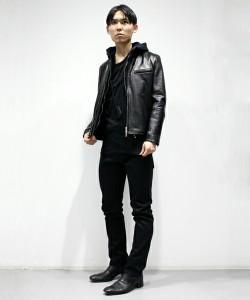 黒のライダース×黒のスキニーパンツ