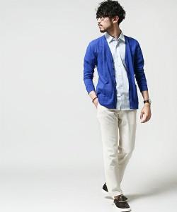 ブルーのカーディガン×サックスのシャツ