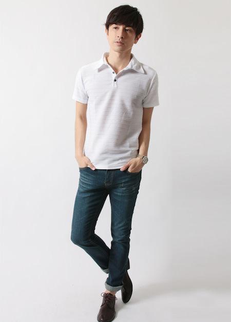 白のポロシャツ×ユーズドデニム
