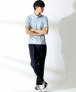 ライトブルーポロシャツ×黒のクロップドパンツ