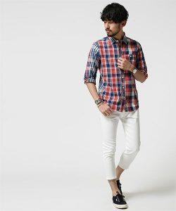 夏のチェックシャツ×白の半端丈パンツ