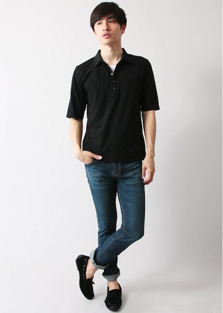 黒のポロシャツ×スキニーデニム