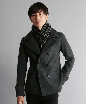 グレーのPコート 冬
