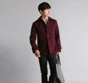 ワインレッドのPコート×オックスフォードシャツ