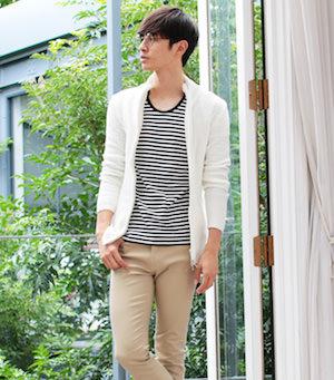 白のスタンドネックカーディガン×ボーダーTシャツ
