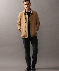 キャメルのコート×黒パンツ 冬