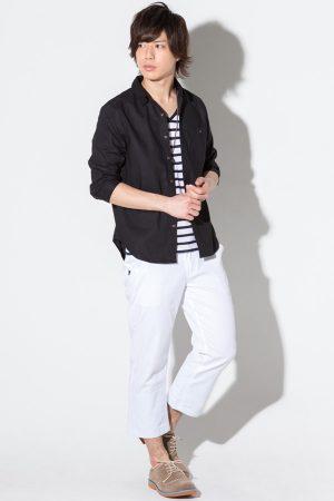 黒のリネンシャツ 夏