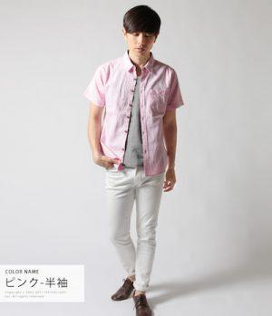 ピンクのシャツ×白のアンクルパンツ