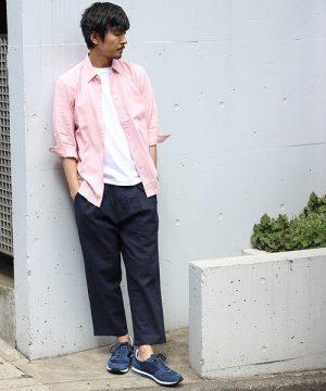 ピンクのシャツ メンズコーデ