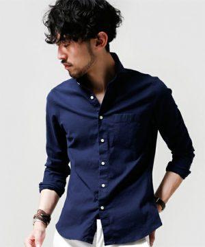 ネイビーのボタンダウンシャツ