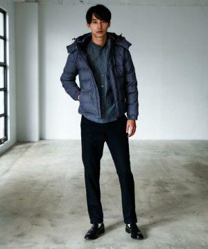 ネイビーのジャケット×黒のスラックス