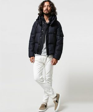 黒のダウンジャケット×白のスキニーパンツ