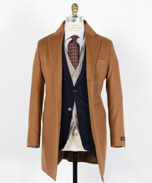 グレーのチェスターコート×ネイビーのスーツ