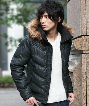 黒のダウンジャケット 冬コーデ