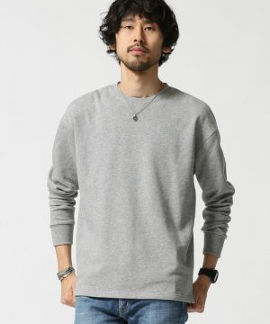 グレーのスウェットシャツ
