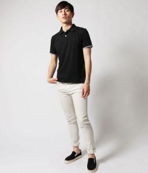 黒のポロシャツ×白のスキニーデニム