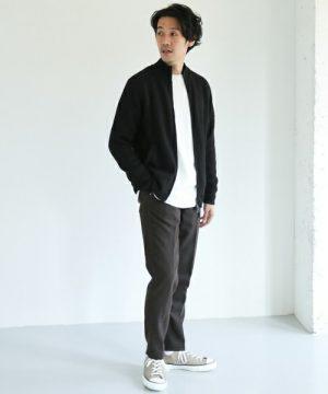 黒のジップジャケット×リラックスパンツ