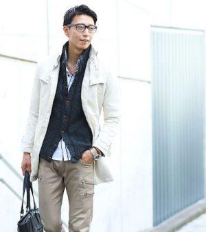 ニットジャケット× 白のトレンチコート