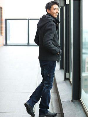 黒のブーツ メンズコーデ