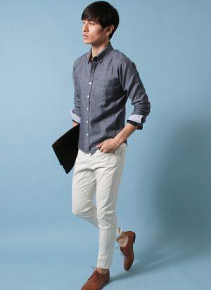 ネイビーのシャツ 春コーデ
