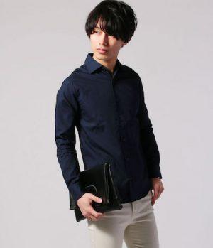 黒のシャツ メンズコーデ