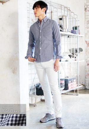 ギンガムチェックのシャツ×白のスキニーパンツ