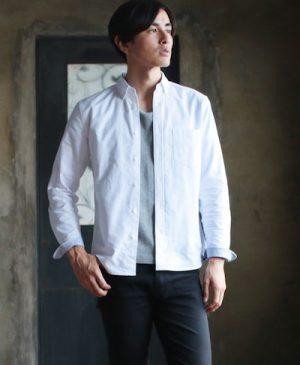 白のシャツのインナー グレーのTシャツ