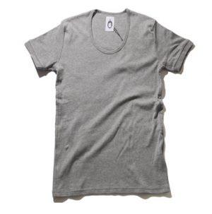 グレーのTシャツ 春の着こなし