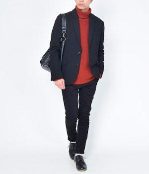 黒のテーラードジャケット×オレンジ色のタートルネックニット