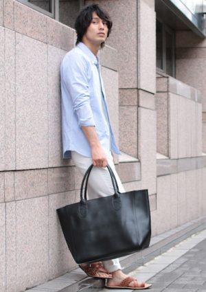 サックスブルーのシャツ 合うカバン