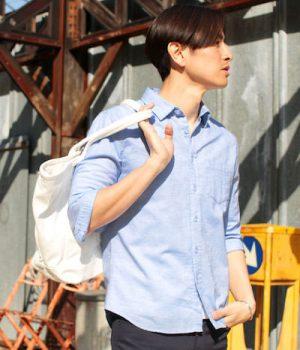 サックスブルーのリネンシャツ メンズファッション
