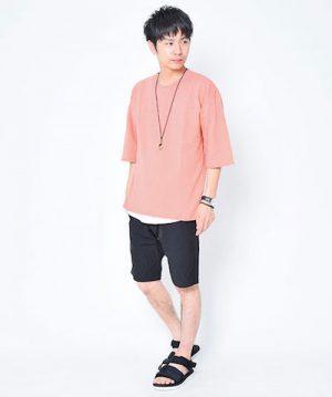 ピンクのTシャツ 夏のメンズファッション