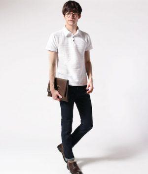 白のポロシャツ×黒のスキニーパンツ