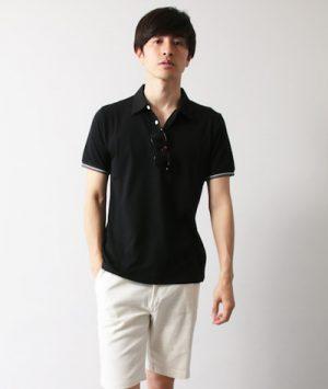 黒のポロシャツ 無地