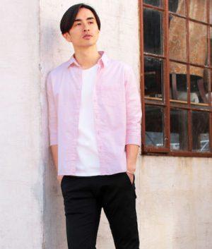 ピンクのリネンシャツ 夏コーデ