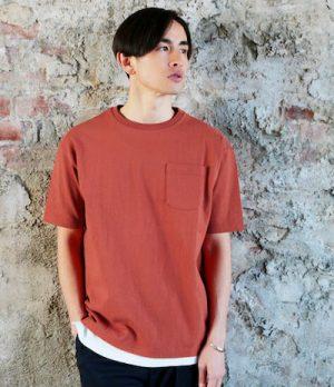オレンジ色のドロップショルダーTシャツ 夏