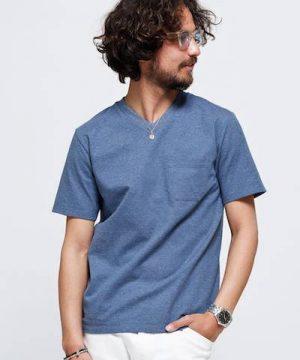 ブルーのTシャツ×白のハーフパンツ